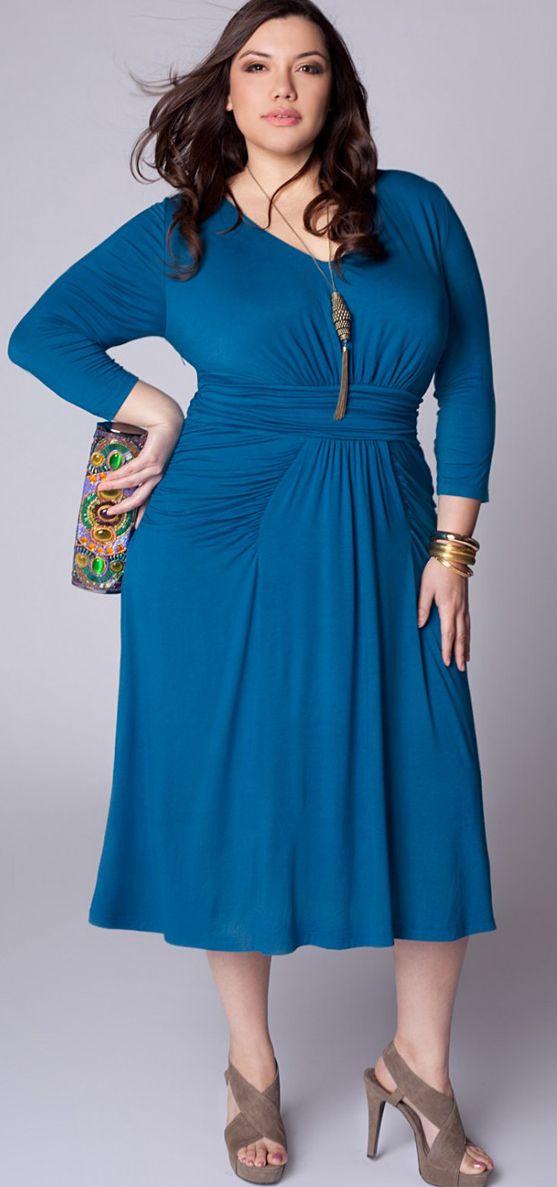 Фото голубого платья для полных